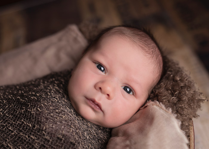 DSLRs and mirrorless camera systems are perfect for newborn baby photography