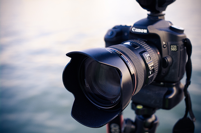 Close up photography of a DSLR camera. Self portrait photography tips.