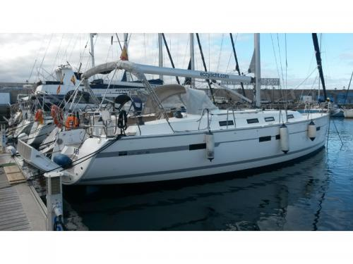 Sailing boat Bavaria 45 Cruiser for charter in Arona
