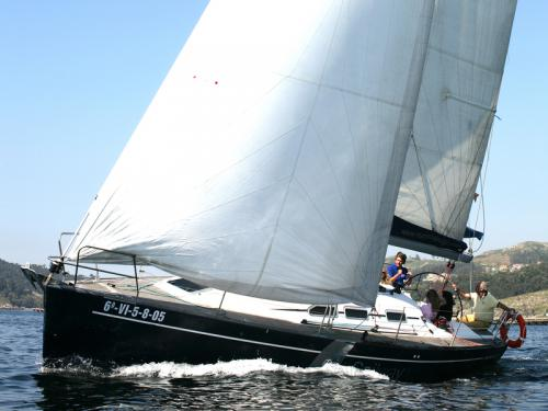 Yacht Elan 37 for hire in Real Club Nautico de Vigo