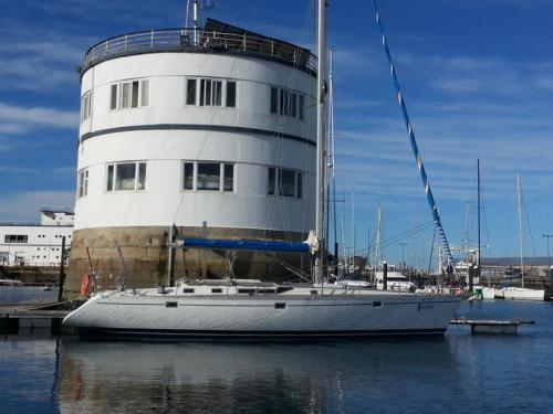 Sailing yacht Oceanis 500 for rent in Vigo
