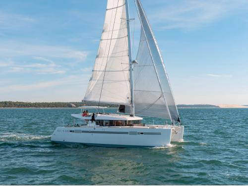 Sailing boat Dufour 405 Grand Large for rent in Vigo