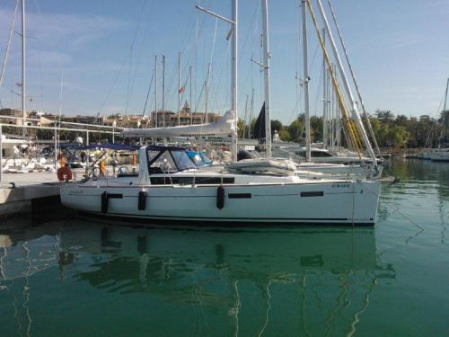 Yacht Oceanis 41 for rent in Marina del Sur